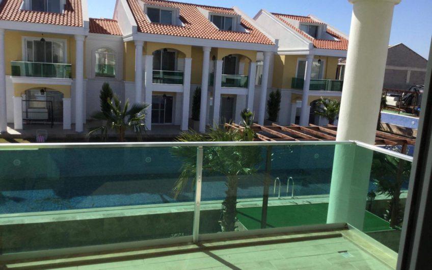 Комплекс двухэтажных домов всего 300м. до моря!